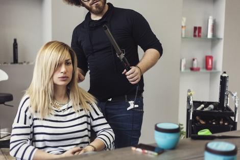 Να θυμάστε ότι τα κεραμικά ψαλίδια δεν καίνε τα μαλλιά σε αντίθεση με τα  σιδερένια που τα καταστρέφουν. 2cba7b4ff55