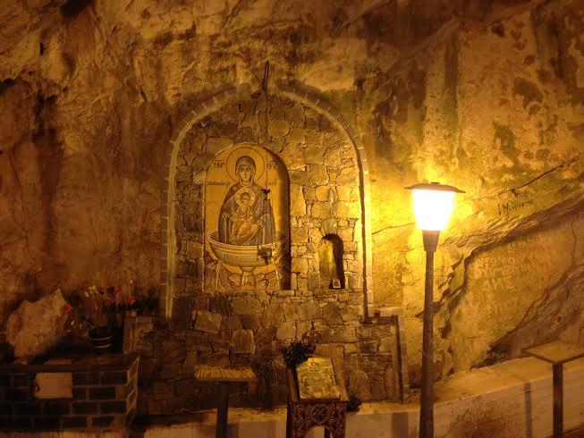 σπηλαιο Αγγίτη, προσκήνυμα