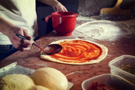 Ζυμάρι για τραγανή ιταλική πίτσα