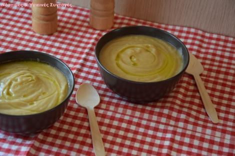 Βελουτέ σούπα πατάτα- σελινόριζα με λάδι μαύρης τρούφας